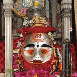 रहस्यमयी और चमत्कारिक काल भैरव मंदिर – जहां भगवान काल भैरव करते है मदिरा पान