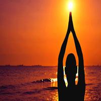 सूर्य नमस्कार आपके जीवन के विभिन्न पहलुओं को कैसे बदल सकता है